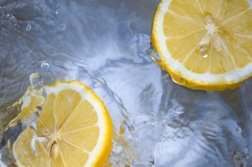 lemons in water fresh